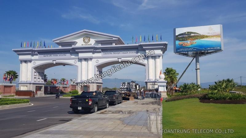 Pano màn hình led P5 outdoor 230 m2 tại KN Paradise Cam Ranh (trước cổng Camranh Airport)