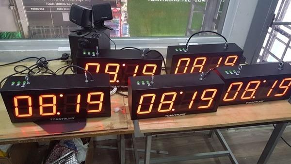 Đồng hồ điện tử led 4 số được ứng dụng rộng rãi trong đời sống.