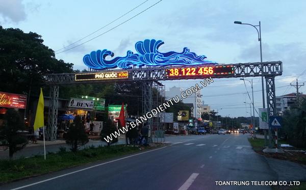 Toàn Trung đã cung cấp và lắp đặt bảng điện tử led full color ngoài trời cho công trình cổng chào mừng Trần Hưng Đạo Phú Quốc